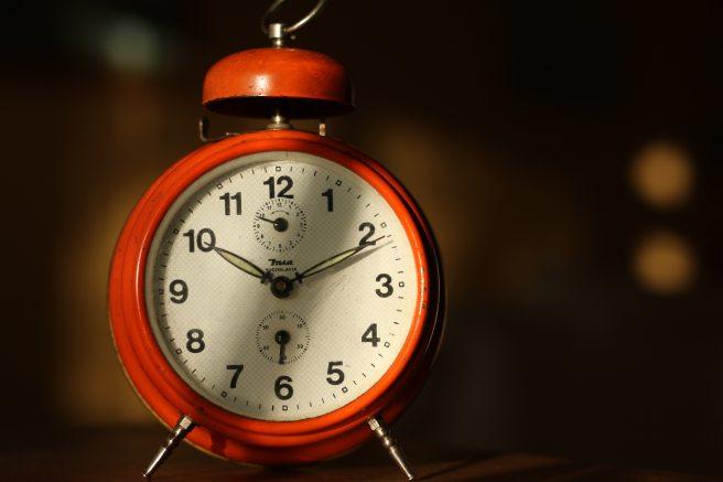 alarm-clock-analogue-antique-280345 (1).jpg